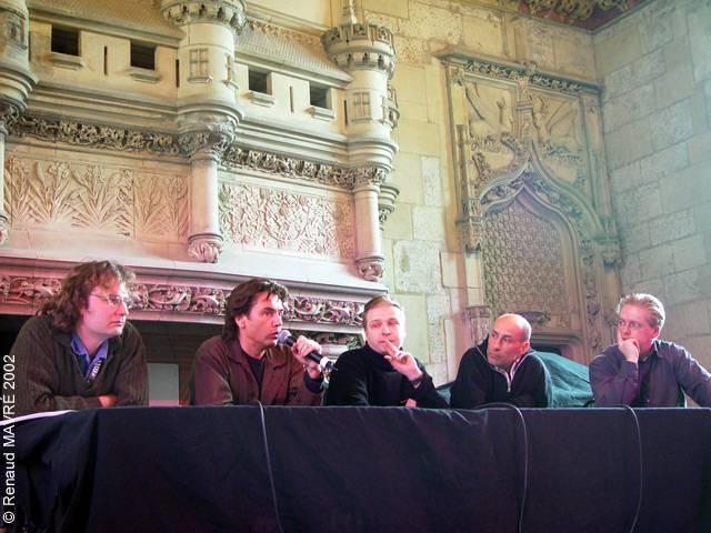 Jarre après le concert, en conférence de presse, au Printemps de Bourges en 2002.