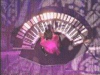 Le clavier circulaire lumineux de Jean Michel Jarre à La Défense, en 1990.