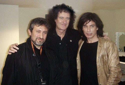 De gauche à droite : Docteur Garik Israelian, promoteur du concert, Brian May, ex-guitariste de Queen et Jean-Michel Jarre