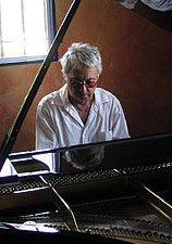 Harold Budd au piano