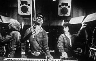 Stevie Wonder derrière le Tonto, pour d'interminables séances d'enregistrement