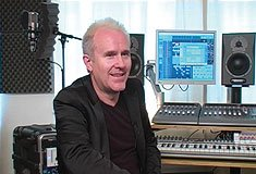Howard Jones dans son studio