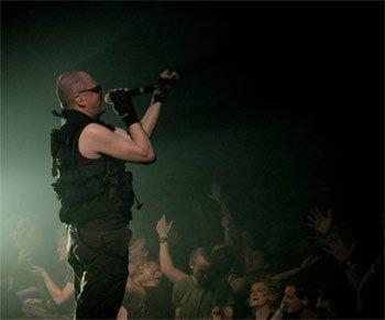 Jean Luc De Meyer de Front 242 sur scène