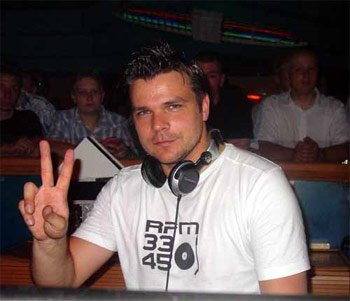 André Tanneberger alias ATB dans sa cabine de mix.